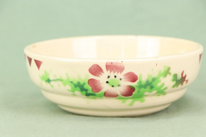 Zauberhafte Keramikschale mit herrlichem Blumenmuster und Dreiecken