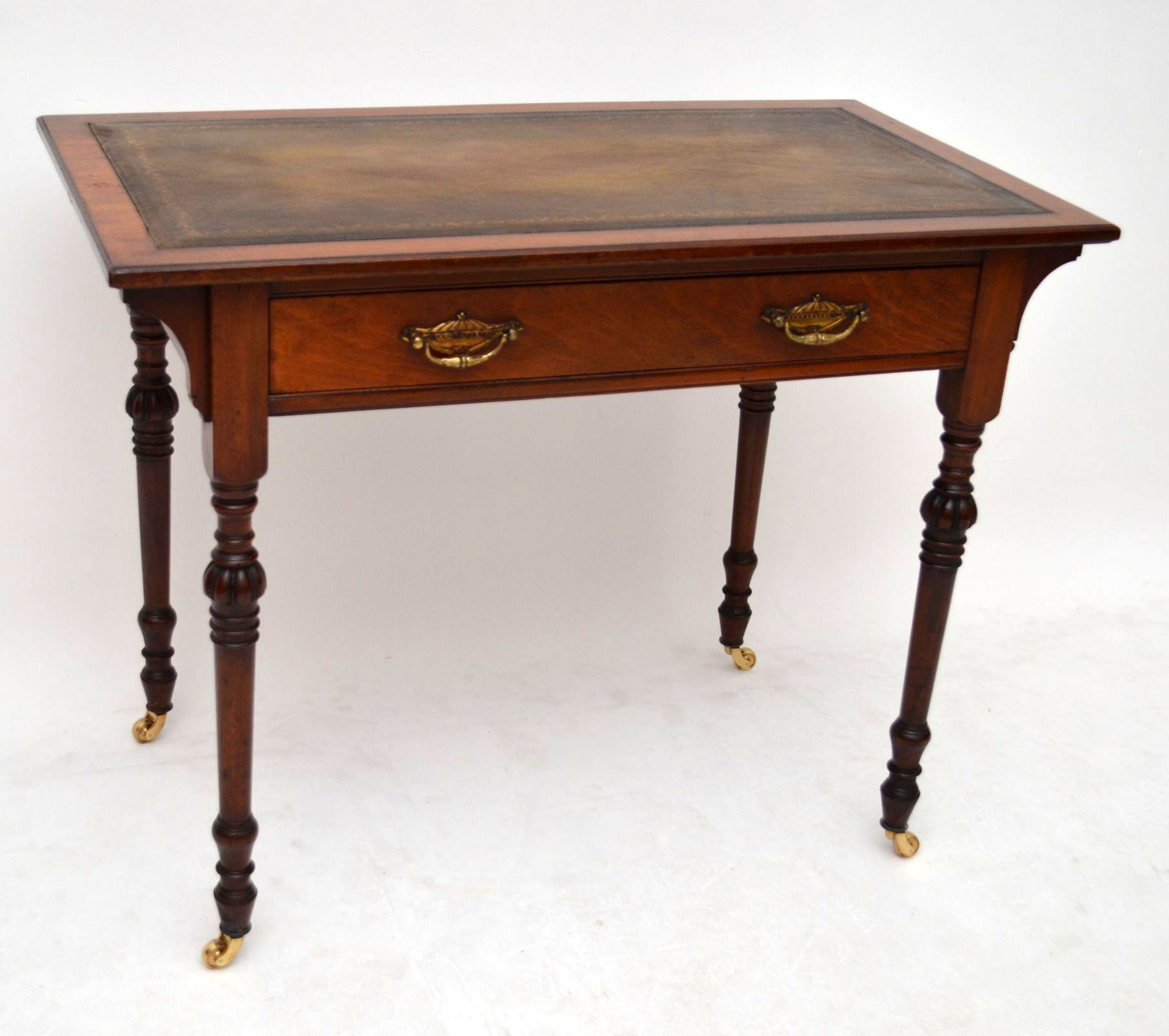 Kleiner antiker Schreibtisch sehr alt