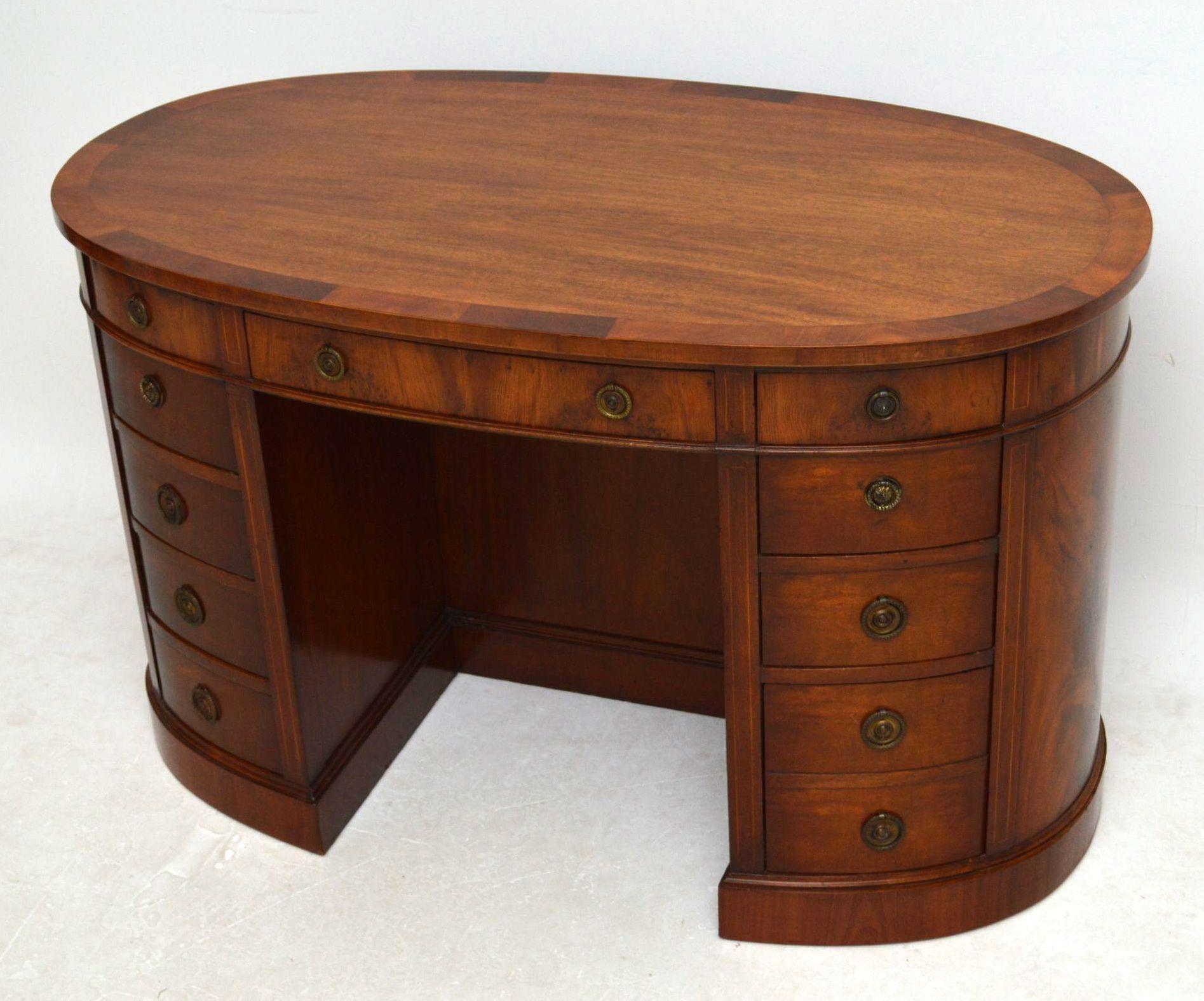 Antiker ovaler schreibtisch desk for Antiker schreibtisch