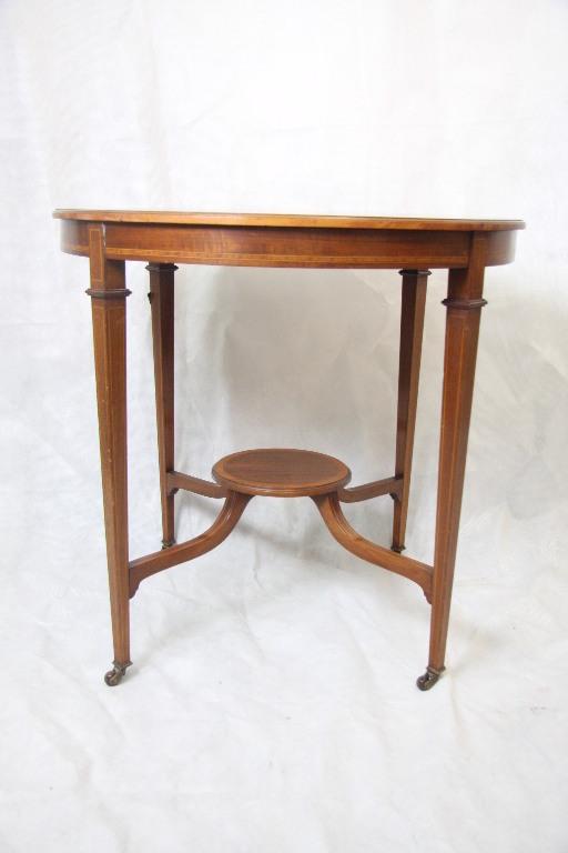 kleiner runder tisch kleiner runder tisch vintage tische kleiner runder tisch beistelltisch. Black Bedroom Furniture Sets. Home Design Ideas