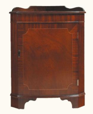 kleiner eckschrank in mahagoni ebenfalls in eibe erh ltlich. Black Bedroom Furniture Sets. Home Design Ideas