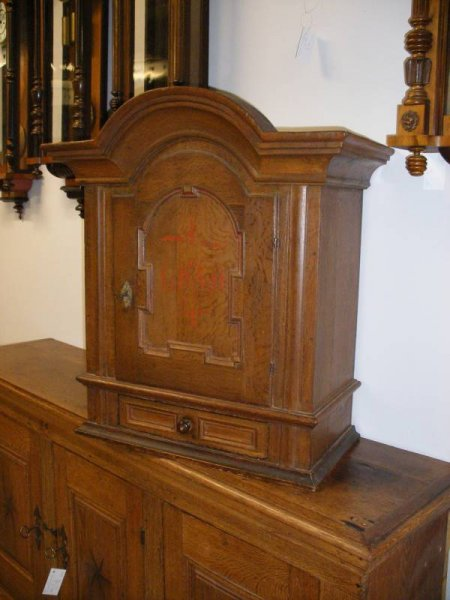 kleiner schrank wandschrank antik. Black Bedroom Furniture Sets. Home Design Ideas