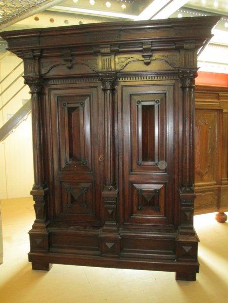 sch ner bretonischer kleiderschrank. Black Bedroom Furniture Sets. Home Design Ideas