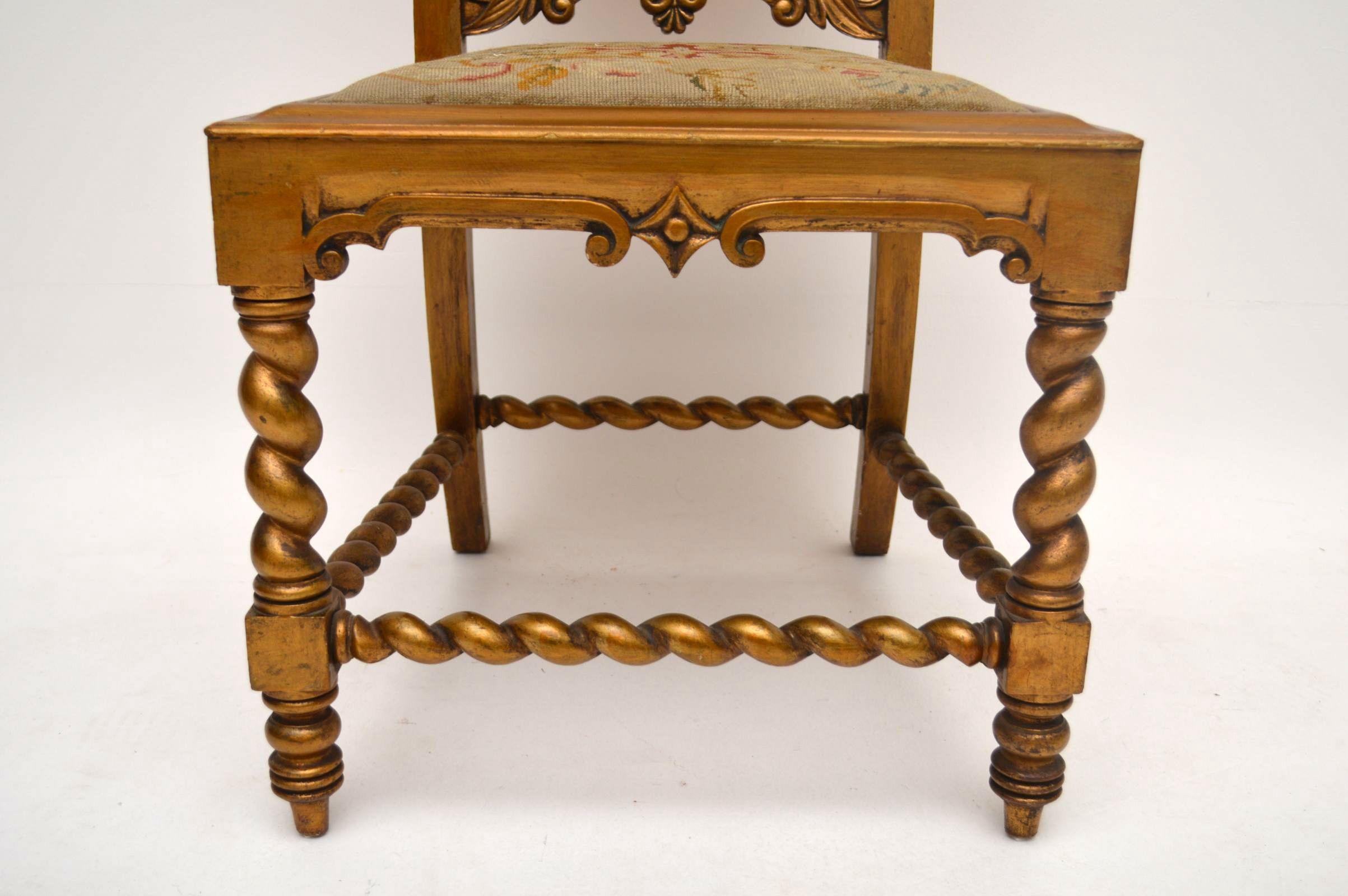 antiker stuhl in gold mit original floralem stoff. Black Bedroom Furniture Sets. Home Design Ideas