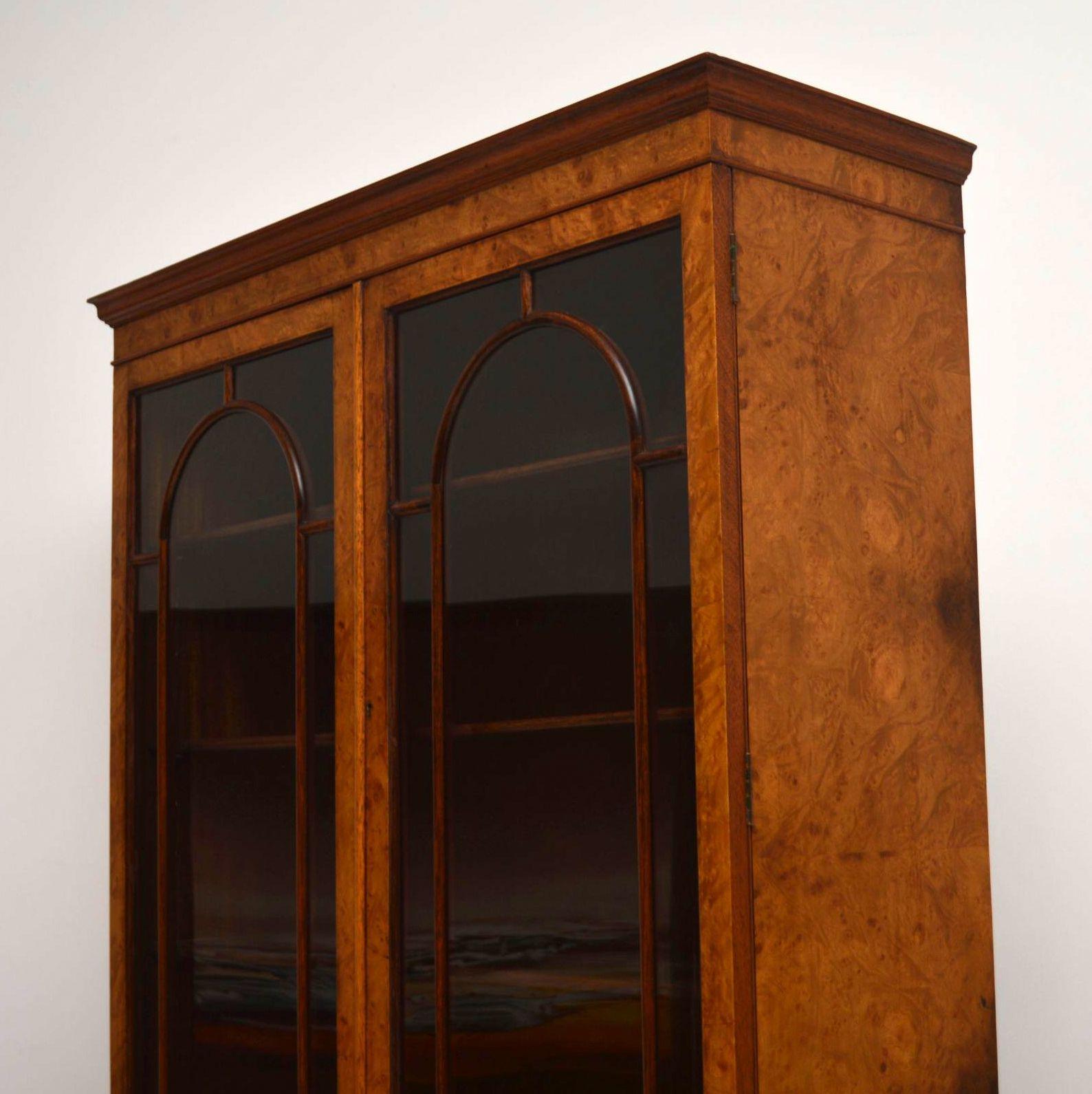 B cherregal vitrine m bel design idee f r sie for Schrank queen