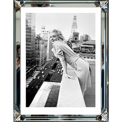 wandbild marilyn monroe at the embassy schwarz wei bild 40x50 im rahmen spiegelrahmen. Black Bedroom Furniture Sets. Home Design Ideas