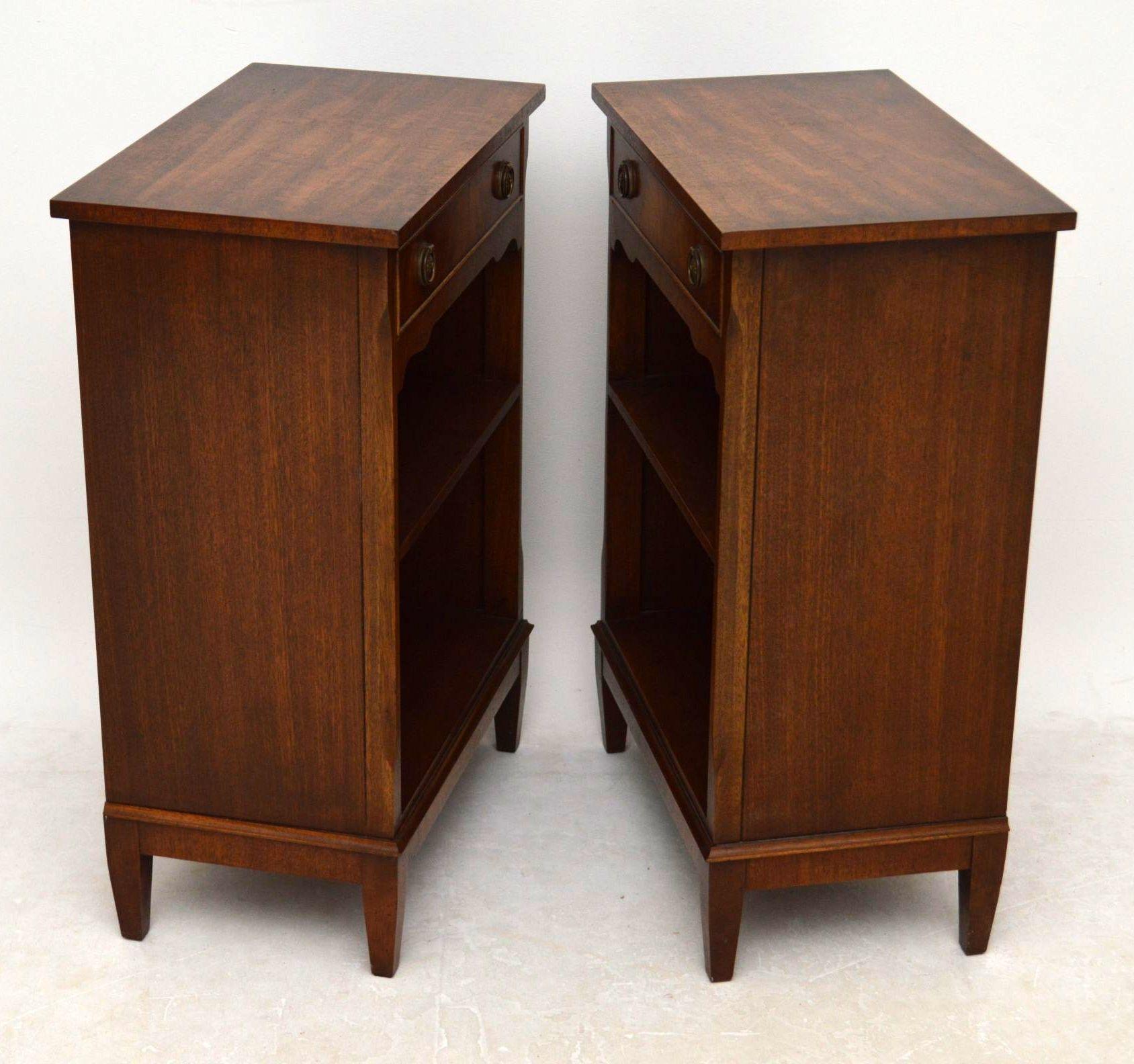 Antiker kleiner beistelltisch 2 etagen kleiner holztisch for Kleiner runder tisch beistelltisch