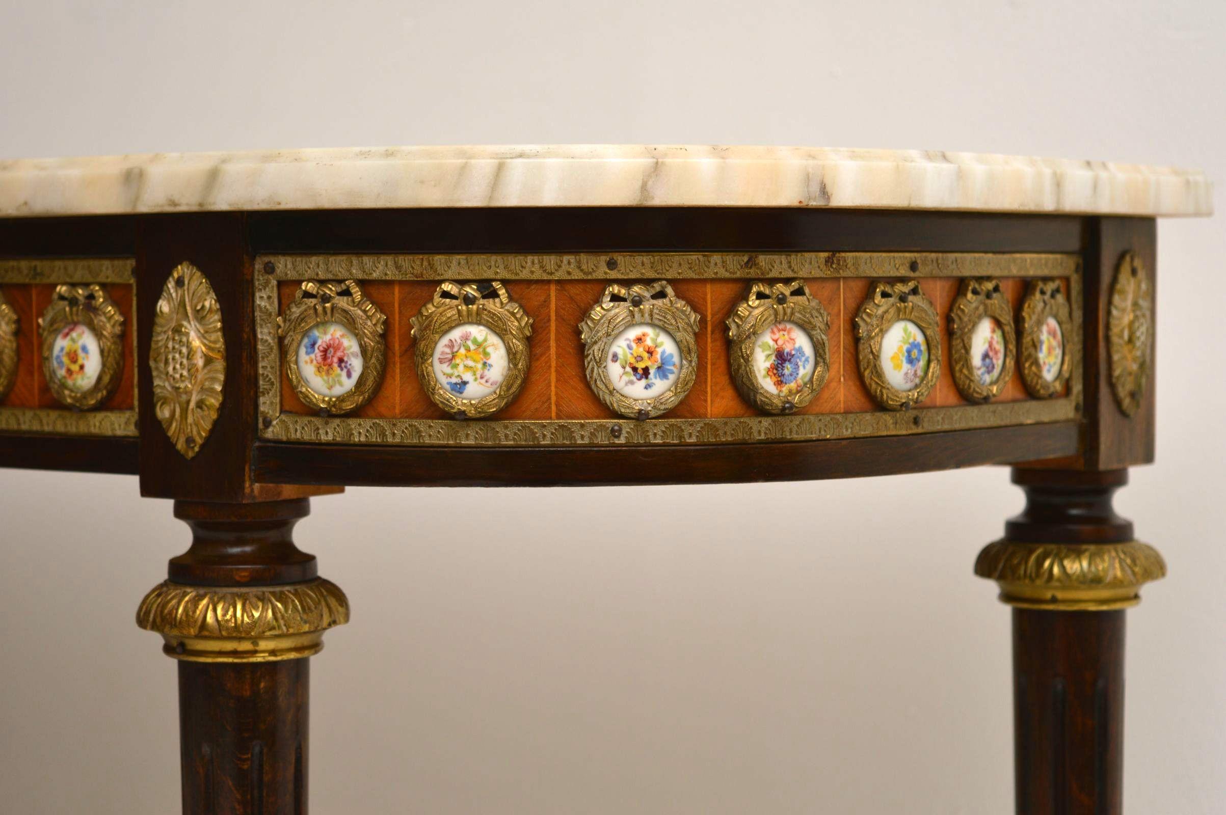Ein Paar antik-französischer Marmor Tische