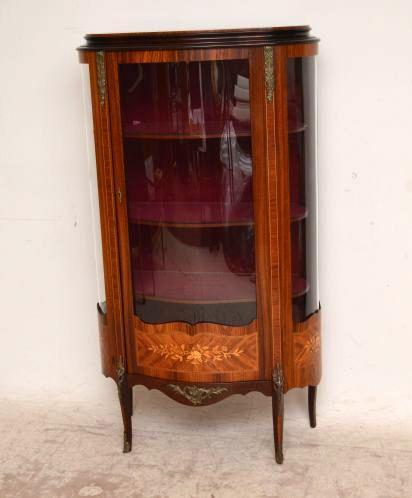 cabinet vitrine halbrund mit samteinlage. Black Bedroom Furniture Sets. Home Design Ideas