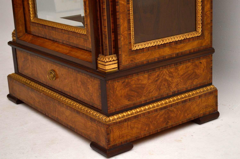 antiker schrank vitrine neoklassizismus. Black Bedroom Furniture Sets. Home Design Ideas