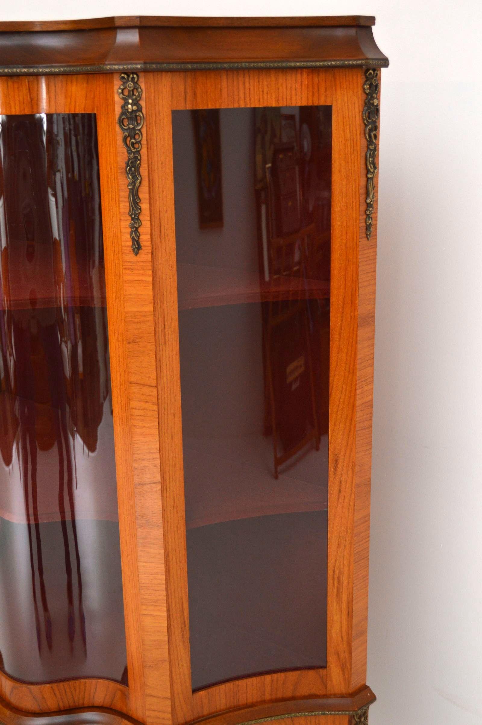 antike vitrine mit 2 schubladen. Black Bedroom Furniture Sets. Home Design Ideas