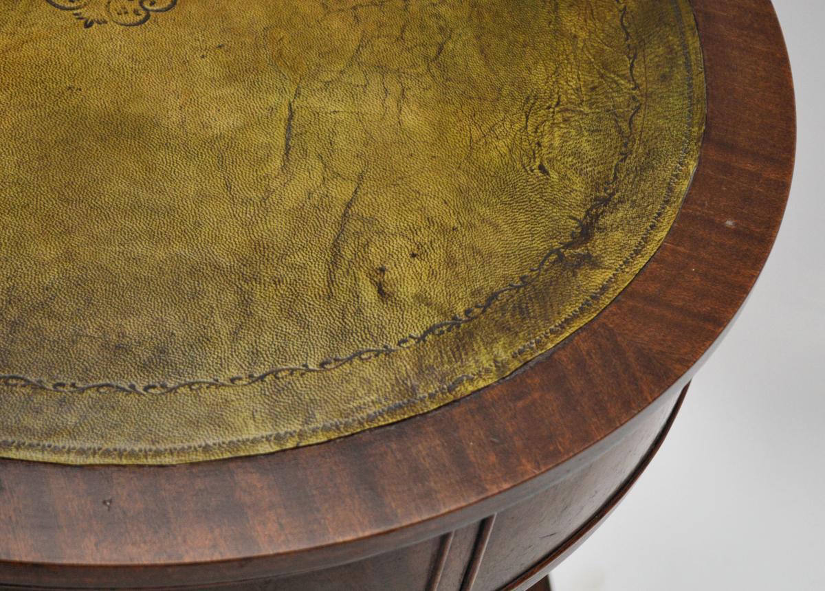 antiker mahagoni leder b cherregal drum tisch. Black Bedroom Furniture Sets. Home Design Ideas