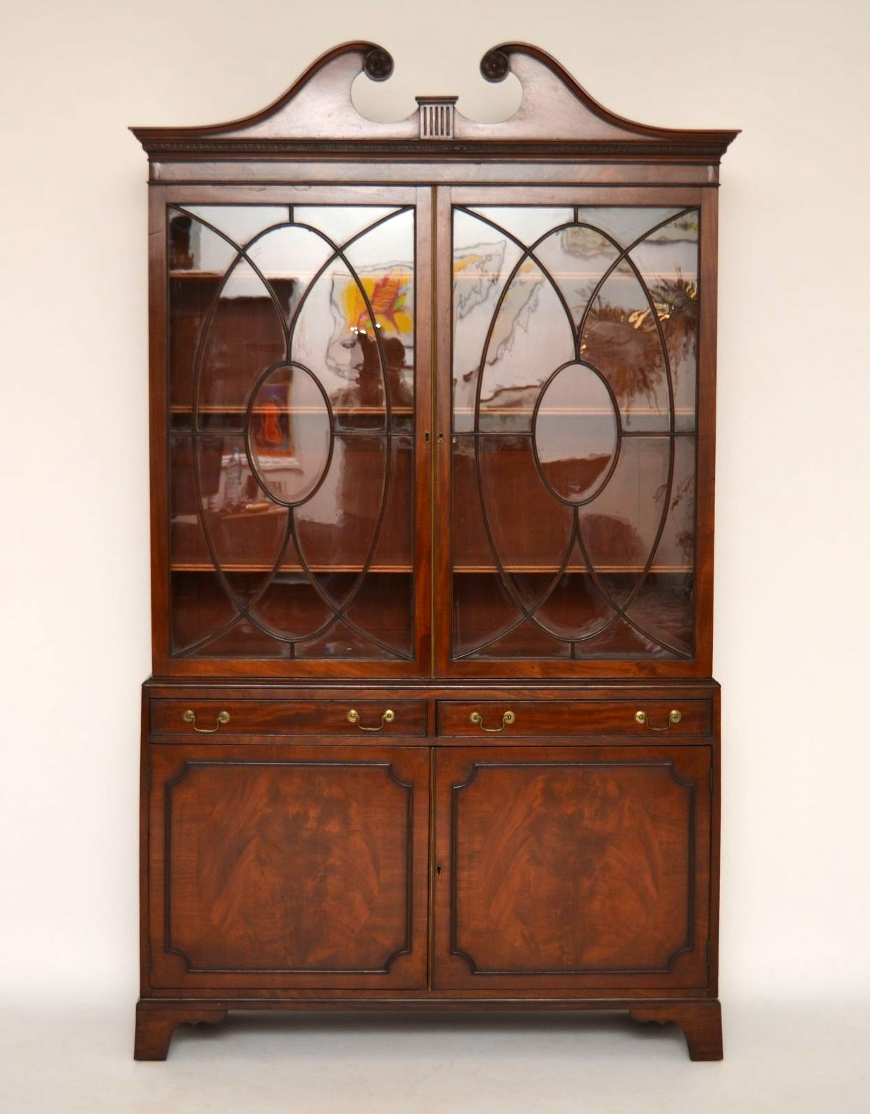 gro e antike mahagoni vitrine. Black Bedroom Furniture Sets. Home Design Ideas
