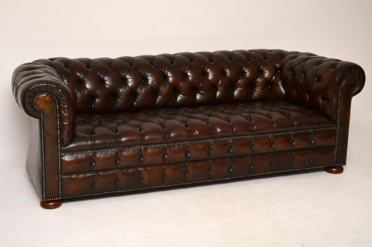 antikes tief gekn pftes ledersofa chesterfield. Black Bedroom Furniture Sets. Home Design Ideas