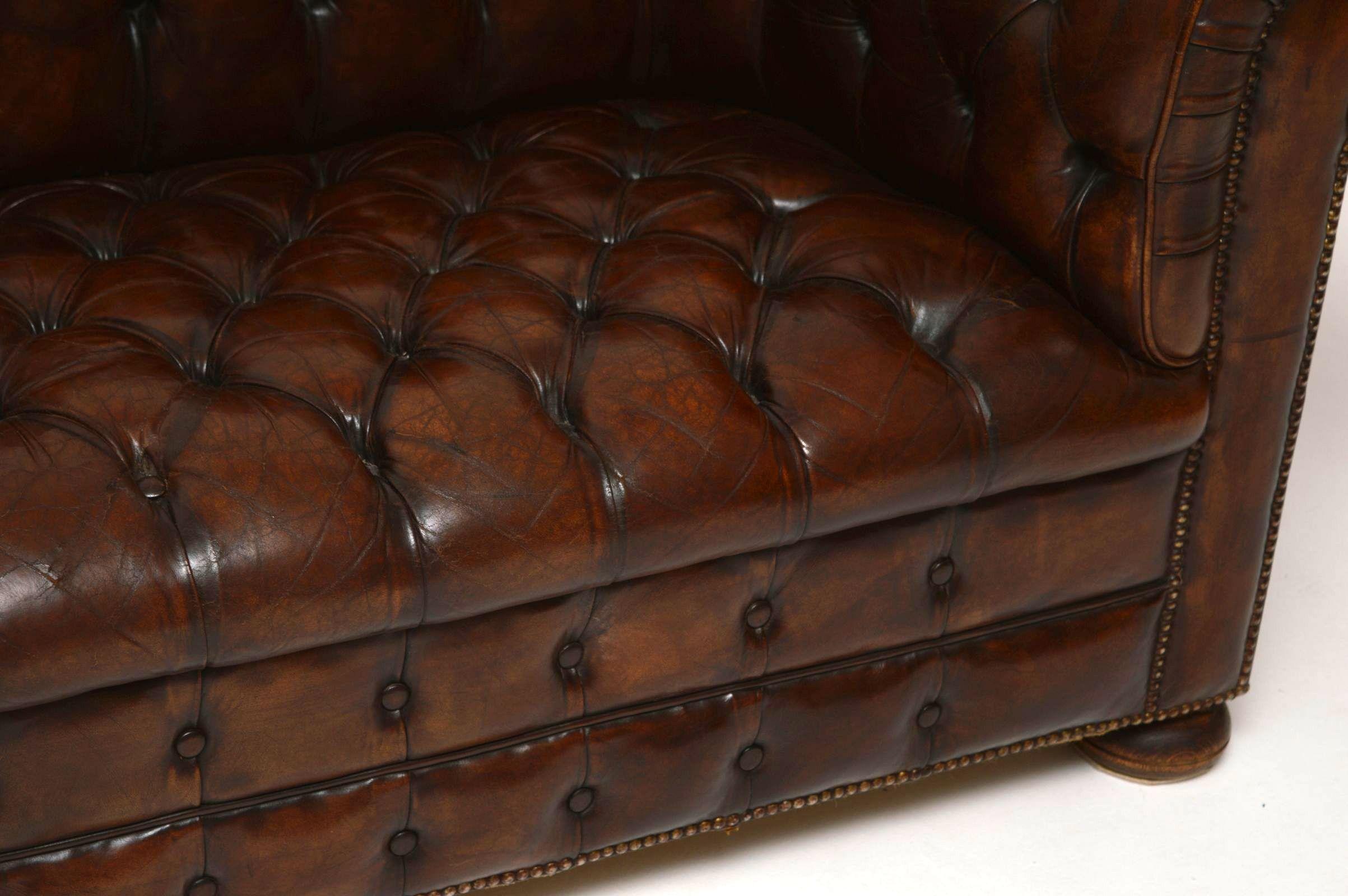 Antiker tiefgeknöpfter Leder Chesterfield -Sofa