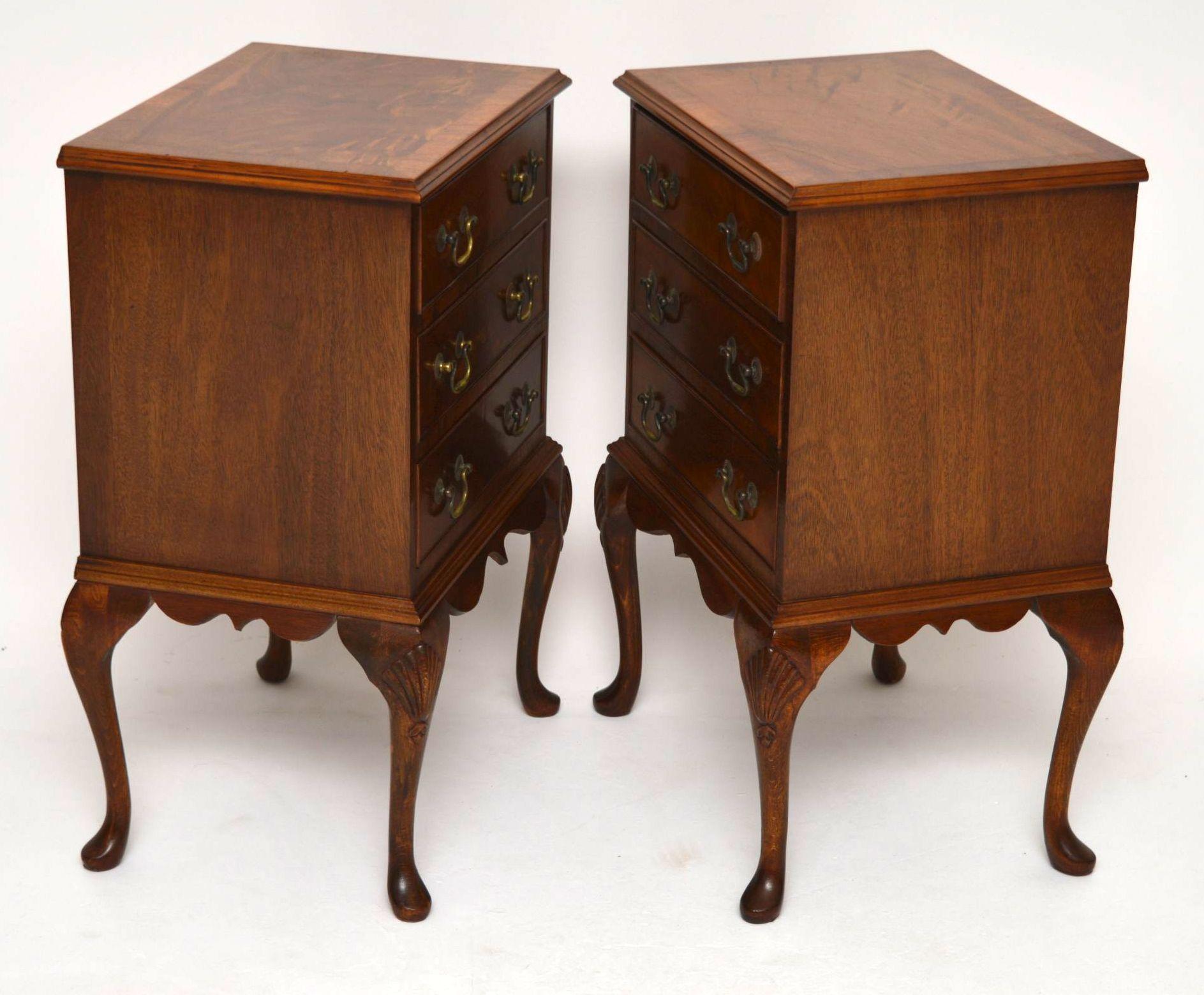 ein paar antike nachttisch kommoden aus mahagoni. Black Bedroom Furniture Sets. Home Design Ideas