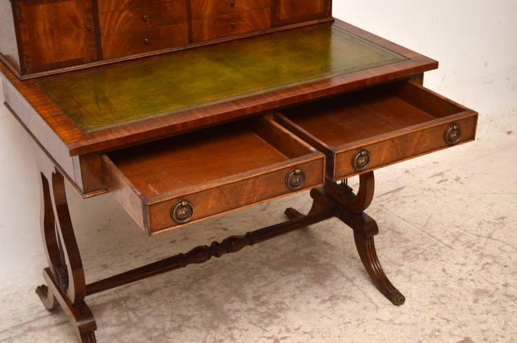 antiker schreibtisch mit aufgesetzten schubladen. Black Bedroom Furniture Sets. Home Design Ideas