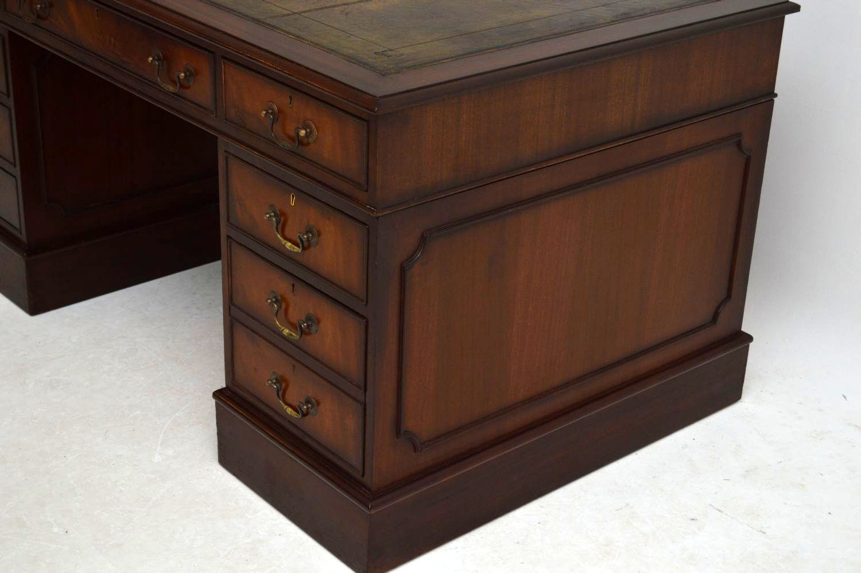 imposanter antiker schreibtisch mahagoni. Black Bedroom Furniture Sets. Home Design Ideas