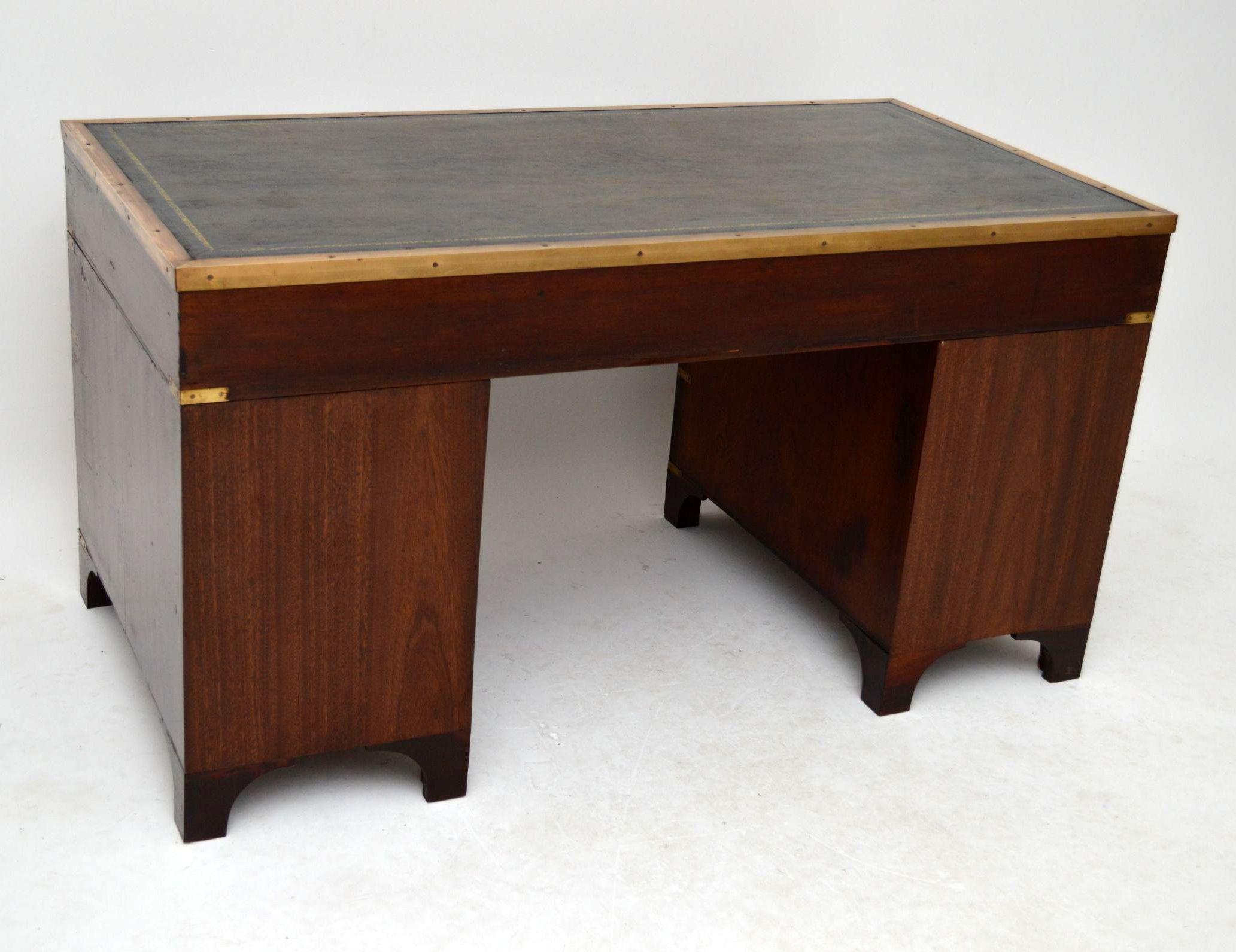 antiker campaign schreibtisch. Black Bedroom Furniture Sets. Home Design Ideas