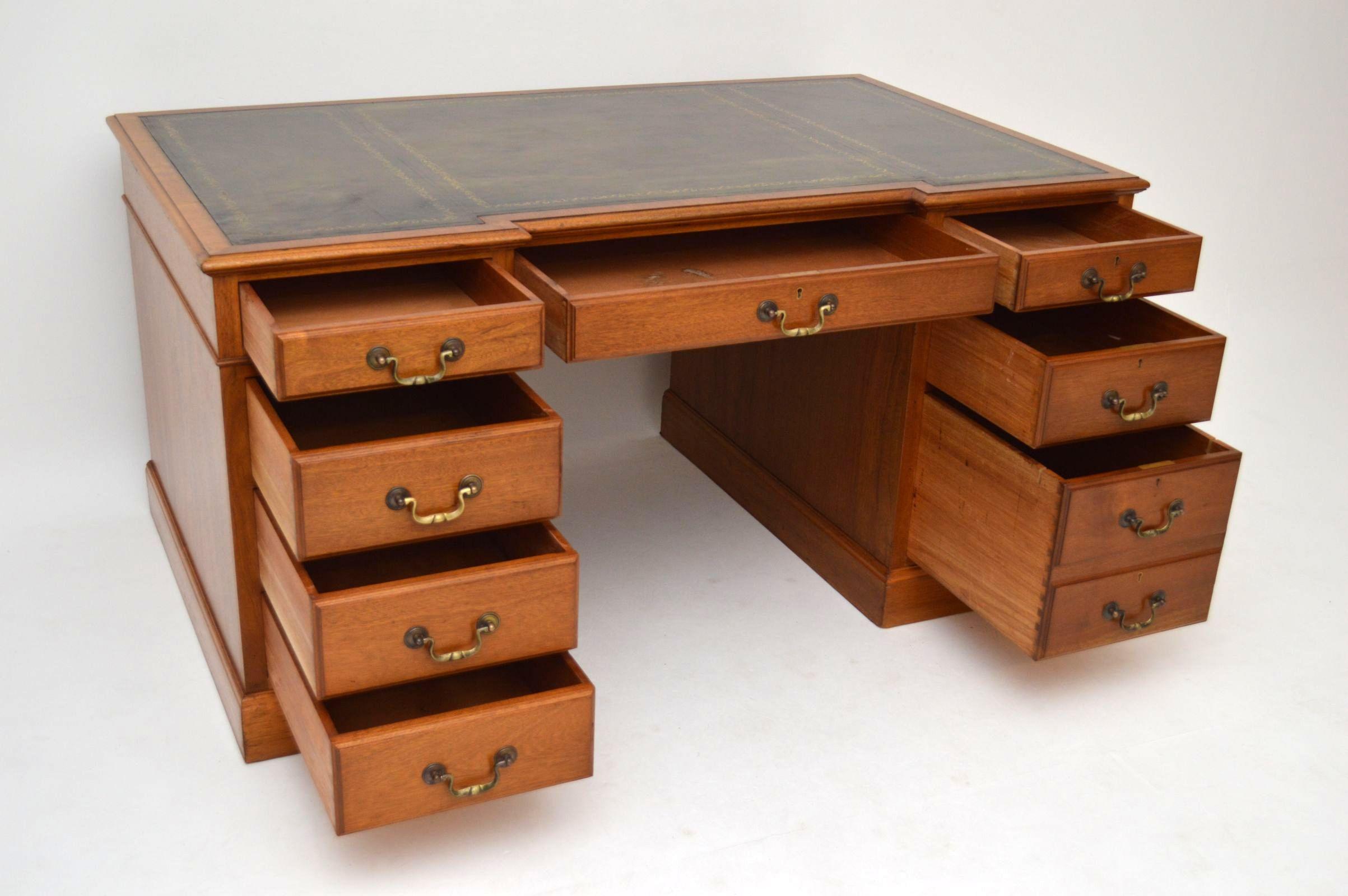 Schultisch antik  Georgianischer Walnuss Schreibtisch antik