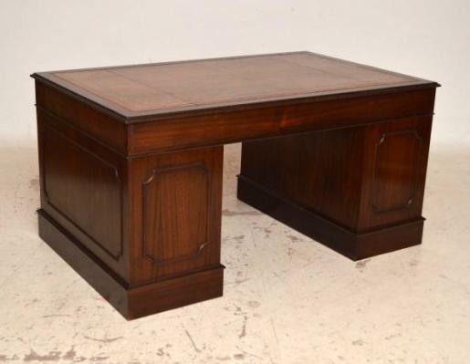 sch ner schreibtisch gut erhalten neues leder. Black Bedroom Furniture Sets. Home Design Ideas