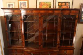 BOW Breakfront bookcase Vitrineschrank England 1860