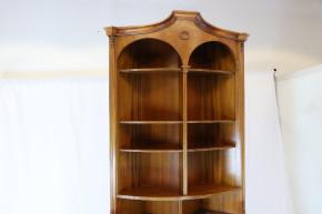 Corner Cupboard  Mahagoni Nussbaum England 1900