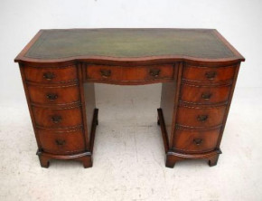 Antique Georgian Style Mahogany & Leather Top Desk