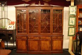 Klassisches Breakfront Bookcase mit Volutengiebel, Mahagoni